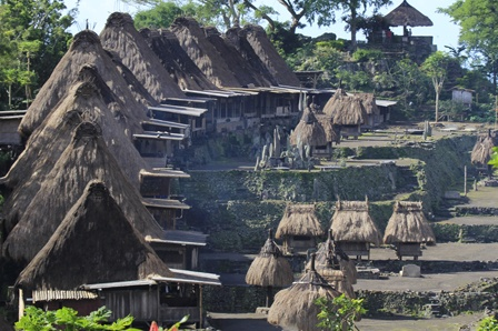 Kampung Bena: Kemegahan Warisan Budaya Zaman Batu di Flores