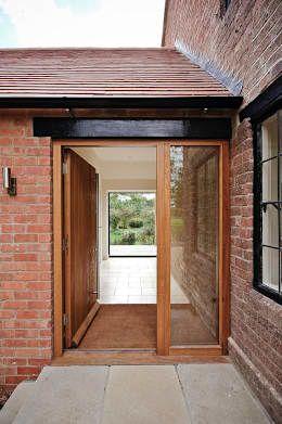 Projekty, wiejskie Okna i drzwi zaprojektowane przez Seymour-Smith Architects