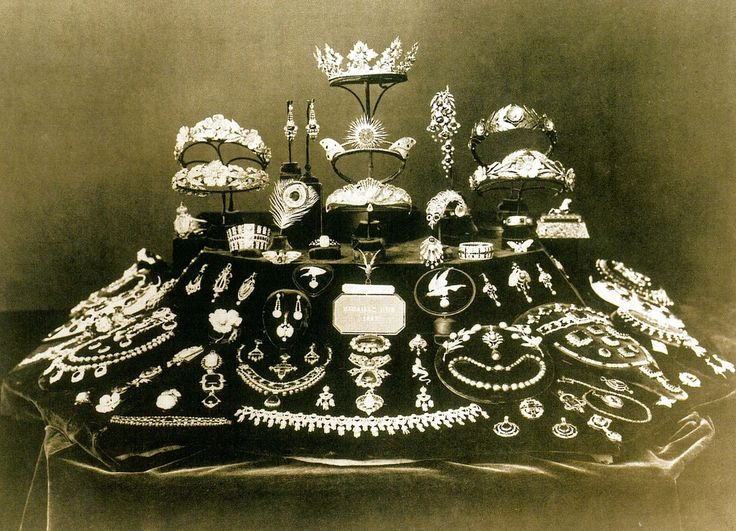 The floral tiara of Queen Margherita of Italy featured as part of an exhibition of Mellerio's work in 1867.