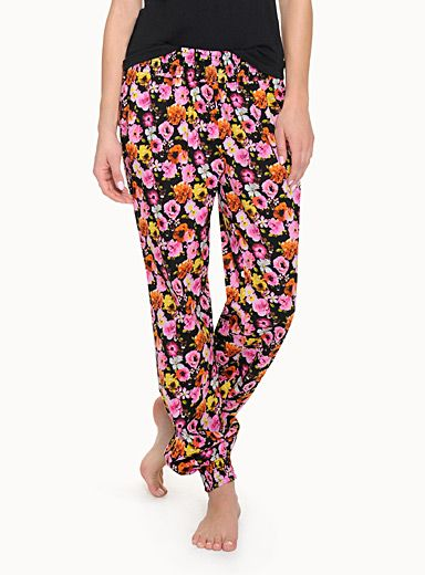Shop Leisurewear & Sleepwear for Women Online in Canada | Simons