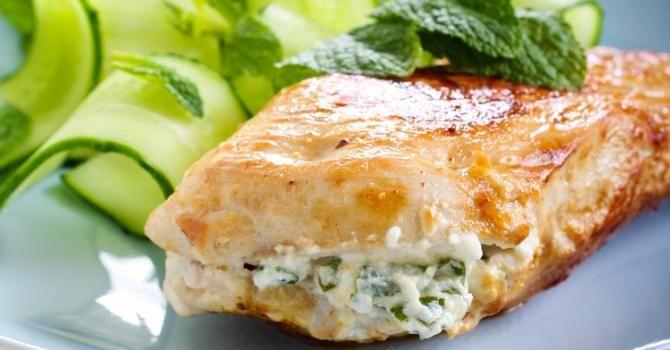 Recette de Filets de poulet farcis au basilic et fromage frais 0%. Facile et rapide à réaliser, goûteuse et diététique.                                                                                                                                                                                 Plus