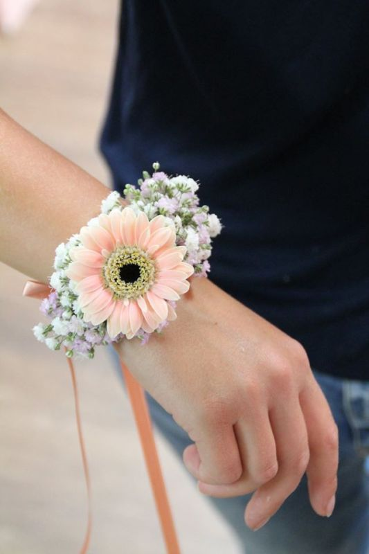 Bridal accessories. Bracelet with flowers for bridesmaids by Blickfang Tropp Austria