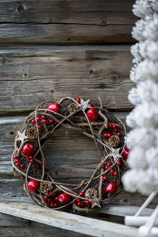 lovely rustic wreath that could be embellished with anything...This says: Merry Christmas