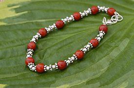 Tibetaanse kralen armband met koraal