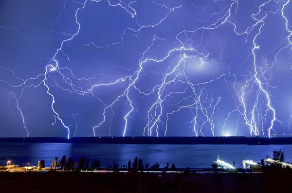 Lightning Facts—Stay Safe On The Water This Summer | Houseboat Magazine