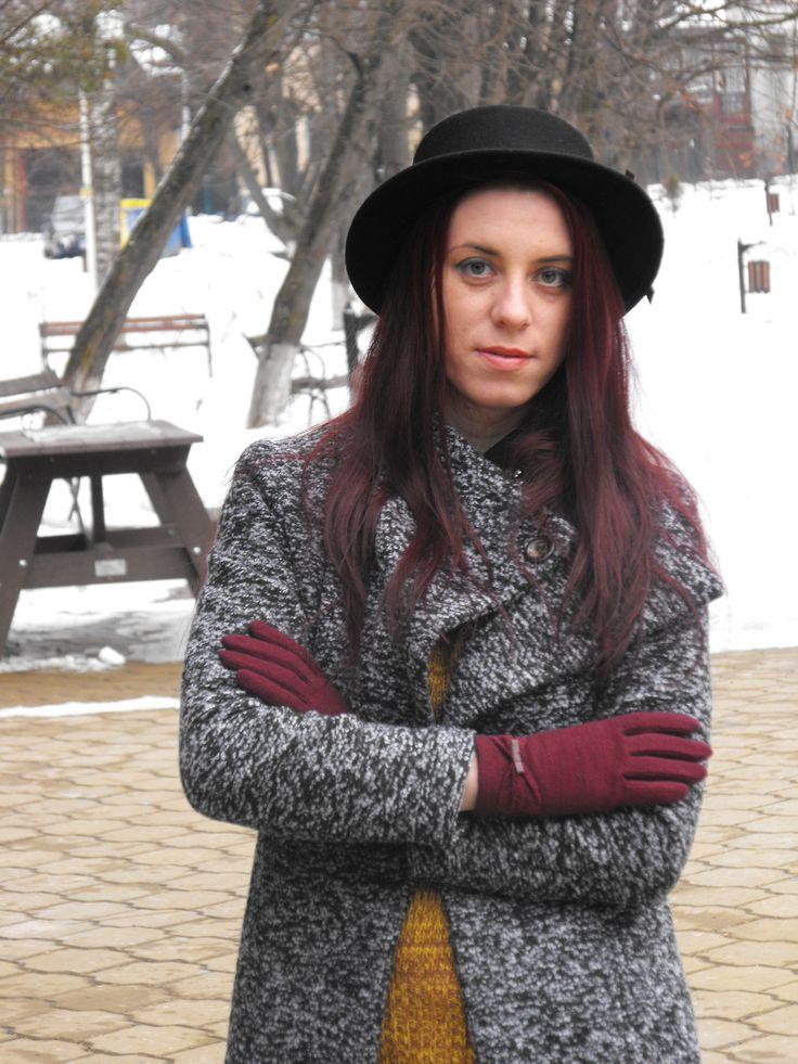 http://deyutza87.blogspot.ro/2015/02/ootd-prima-mea-palarie.html  http://www.zaful.com/bowknot-lace-touch-screen-gloves-p_11828.html?blog=deyutza87