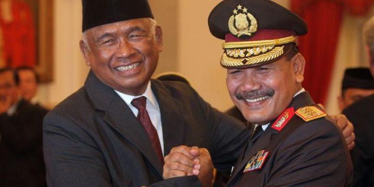 #Kpk #kapolri Pelaksana Tugas Ketua Komisi Pemberantasan Korupsi (KPK) Taufiequrachman Ruki menilai, kasus dugaan kepemilikan senjata api ilegal 21 penyidik KPK bukan pelanggaran berat. Menurut dia, hal itu terjadi karena keteledoran. Itu bukan senjata api gelap. Saya anggap itu keteledoran manajemen saja, bukan suatu pelanggaran, ujar Ruki, di Mabes Polri, Jakarta, Jumat (20/2/2015). Menurut Ruki, dilihat dari sejarahnya, senjata-senjata api t