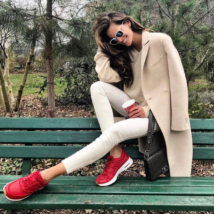"52.2 mil curtidas, 228 comentários - Izabel Goulart (@izabelgoulart) no Instagram: ""Sundays... ☕️️ #weekend #chill #mood #coffeetime #ootd #qualitytime"""