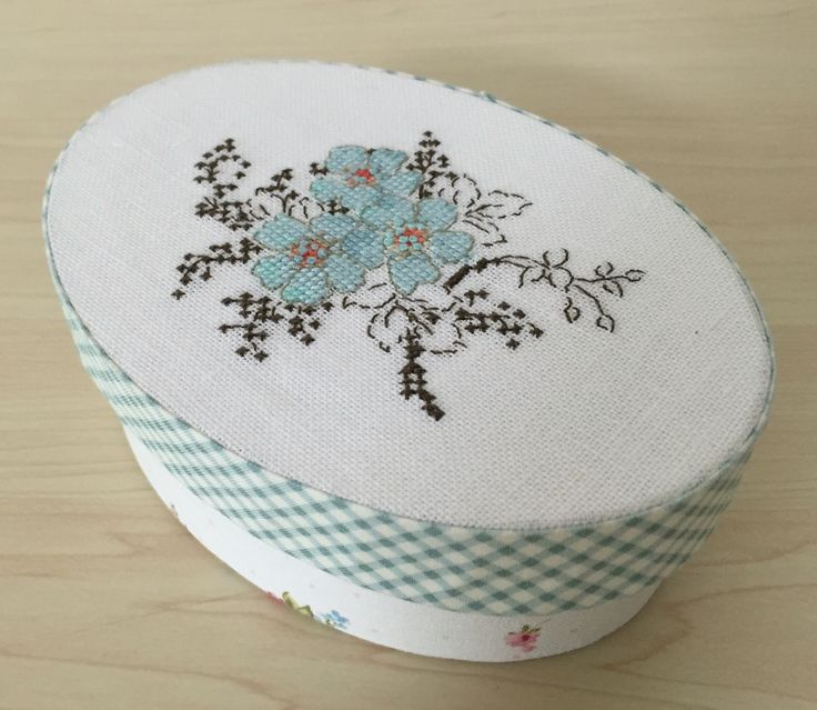 Mini oval box : Helene Le Berre ''Liberty et point de croix''