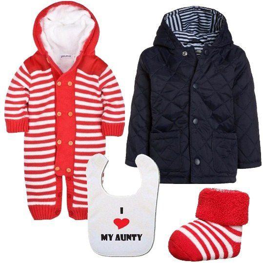 Per un neonato pronto per il compleanno della zia che stravede per lui, proproniamo: tutina con cappuccio, a righe rosse e bianche, in velluto e cotone, con bottoni anteriori, calzini in cotone, in perfetto abbinamento, giacca trapuntata, blu, con cappuccio con interno a righe e bavaglino con logo.