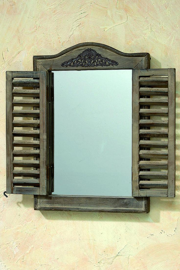Mediterraner Dekorativer Spiegel Aus Holz Mit Fensterlden Die Sich Ffnen Und Schliessen Lassen Im