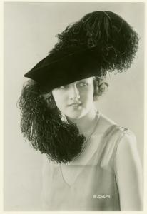 1920: 1920 S, Book Flappers, Millinery Book, Hats Headgear, 1920S Fashion, Vintage Millinery, 1920S Hats, 1930 Millinery, 1920S Millinery