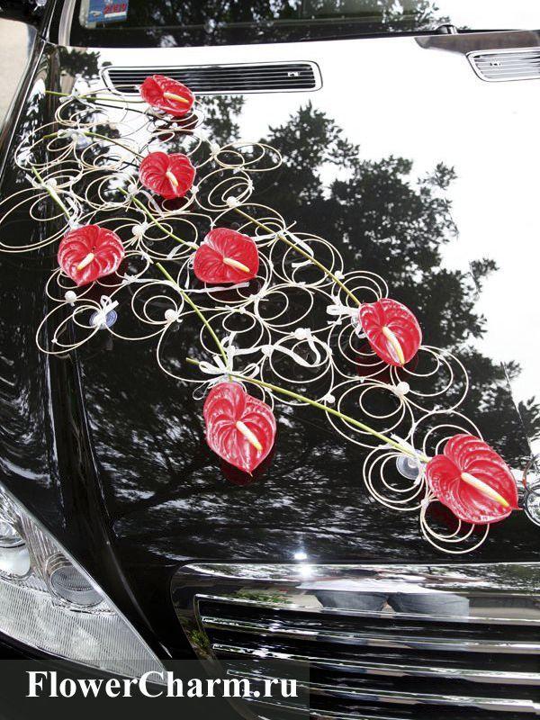Contemporary wedding car decoration with red anthurium by http://www.flowercharm.ru/services/wedding/oformlenie-mashinyi.html