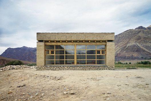 Tanpo Solar School / Csoma's Room Foundation