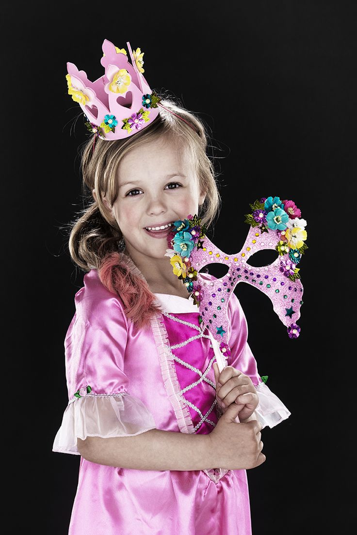 Pretty as a princess! www.pandurohobby.com Masquerade by Panduro #DIY #face #paint #dressup #facepaint #masquerade #crown #princess #fastelavn
