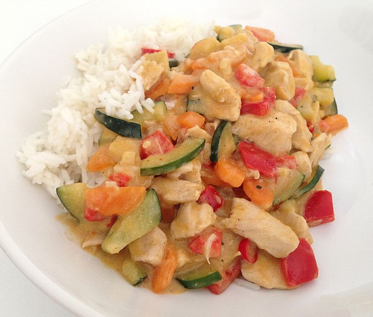 Thai Kokosnuss-Gemüse-Hähnchen-Curry