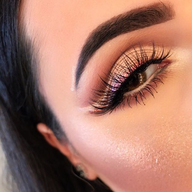 """Another look at this #cutcrease from the other day  Details ✨  @shophudabeauty @hudabeauty @alyakattan @monakattan """"Farah"""" lashes @anastasiabeverlyhills #dipbrow in medium brown, #modernrenaissance palette, that glow #ultimateglowkit #maccosmetics nylon shadow inner corner highlight  @urbandecaycosmetics glitter liner junk show with @makeupforeverofficial champagne diamond powder @mellowcosmetics dark brown brow gel -------------------------------------------- : : : : : #brian_champagne…"""
