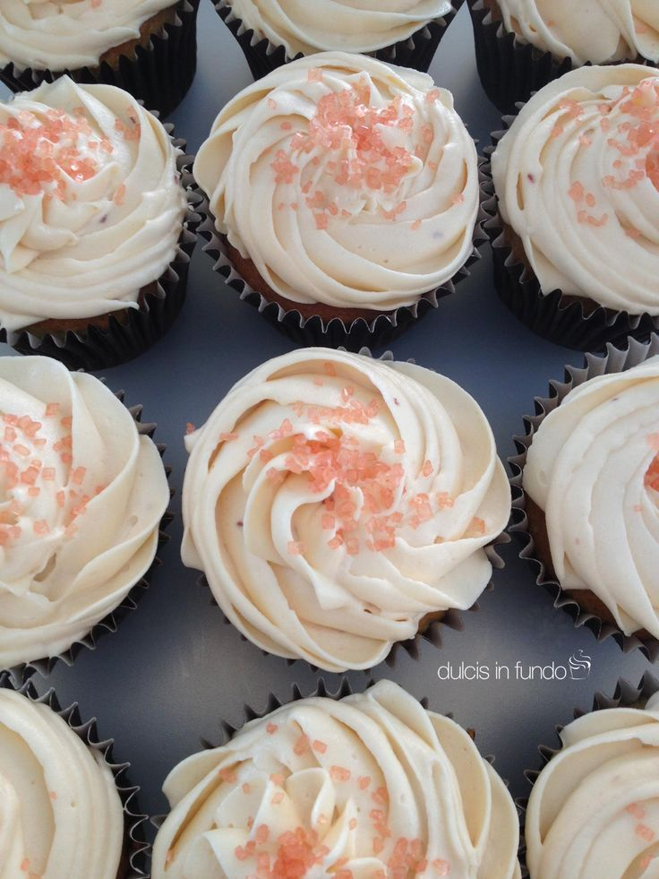 Scent of roses cupcake by dulcis in fundo
