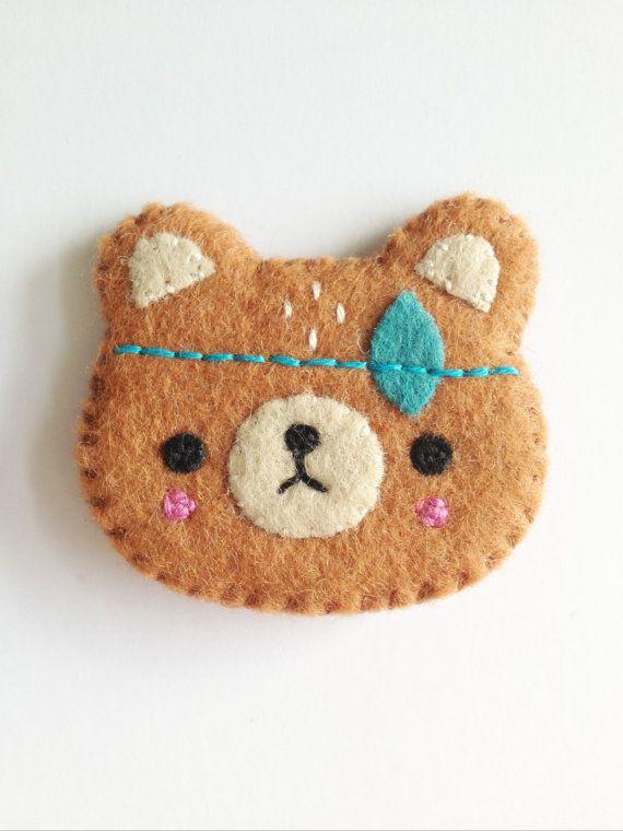 Espíritu del oso Broche-hecho a mano oso por littlehappystitches