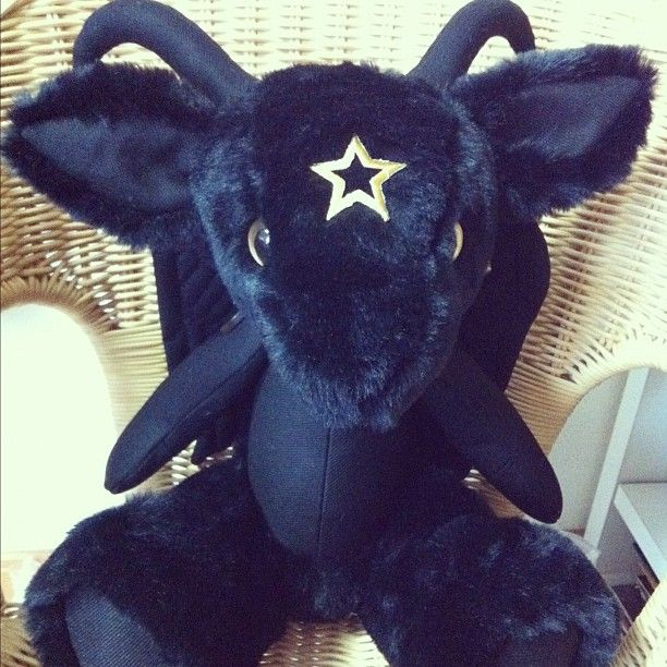 OHMYGAWD!!!!!! sweet baby baphomet, this is unbelievably adorable hell!!!! ❤❤❤❤