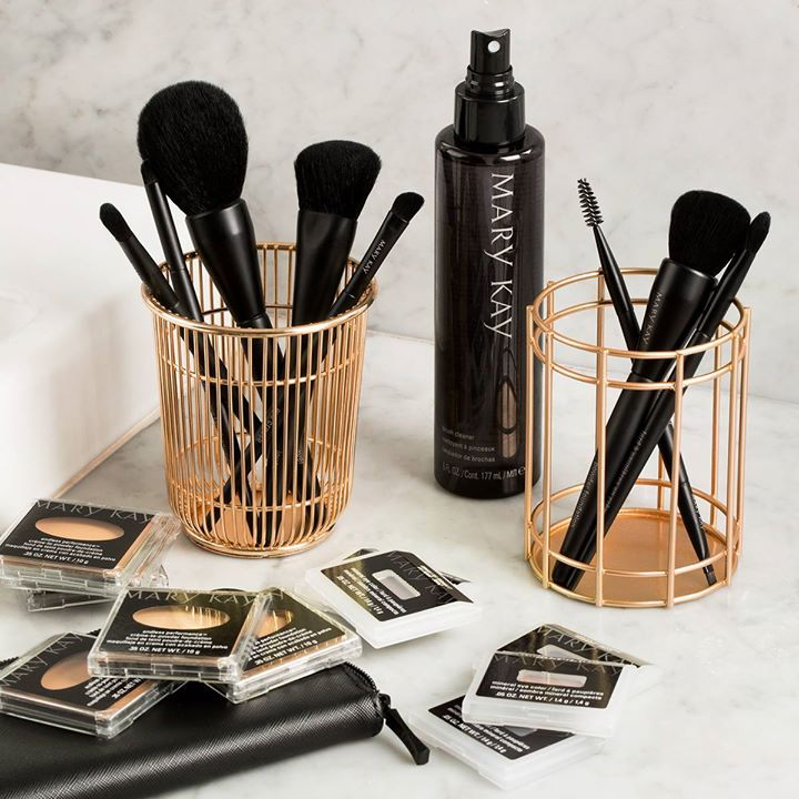 Every foundation eye and cheek application is easy and seamless with the new super soft synthetic brushes. http://expi.co/01kMLx