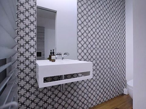 A great final result for one of our clients bathroom. Sublime fushion of Edwardian elegance and in-vogue chic.  Featured tile: Azulej Nero Estrela  #chic #Edwardian #Mutina #patriciaurquiola @patricia_urquiola @mutinaceramics #tiles #european #love #lovetiles #feature #featurewall #bathroom #bathroomdesign #client #happyclient #finalresult #finished