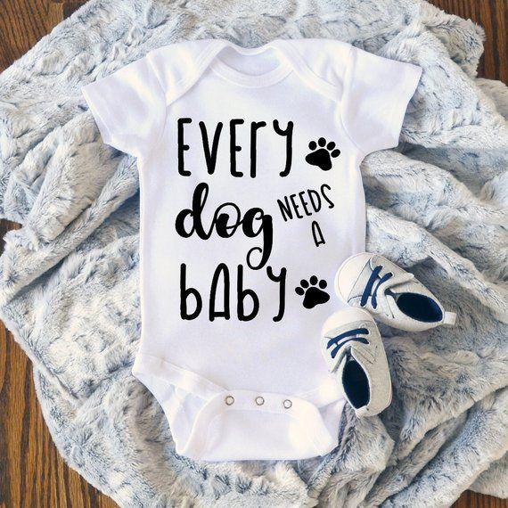 Baby Onesie ®, Funny Onesie ®, jeder Hund braucht ein Baby, Body, Baby Girl, Baby Boy, Baby Kleidung   – Baby