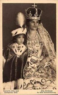 Kaiserin Zita von Österreich mit Sohn Otto in ungarischer Krönungstracht by…
