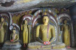 """#Buda #BuddhaConoce más en nuestro #Articulo """"Descubriendo las cuevas de Dambulla y el arte budista"""" #DambullaCaves #Travel #viajes"""