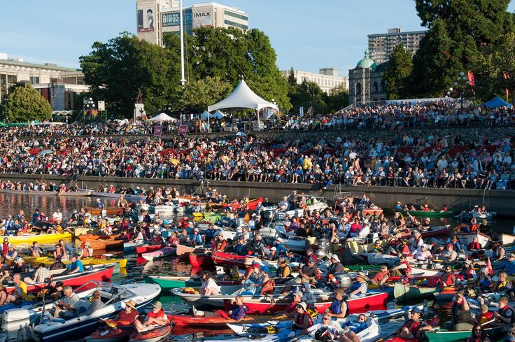 Even kayakers snuggle into the harbor to attend the annual Victoria Symphony Splash !