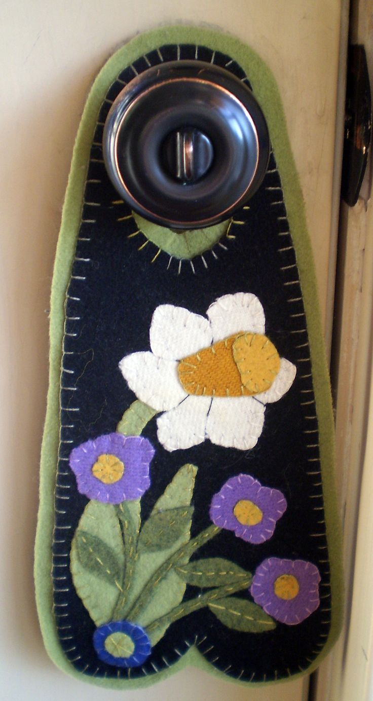 Wool Penny Rug Door Hanger DAFFODIL and VIOLETS INSTANT DOWNLOAD E PATTERN