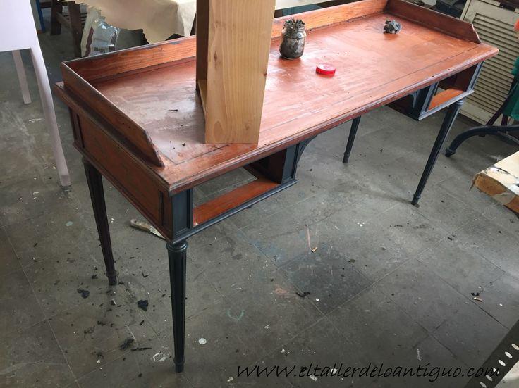 Antes y después de pintar un escritorio negro mate con Esmalte Mary Paint, Paso a paso, aplicación y técnicas.