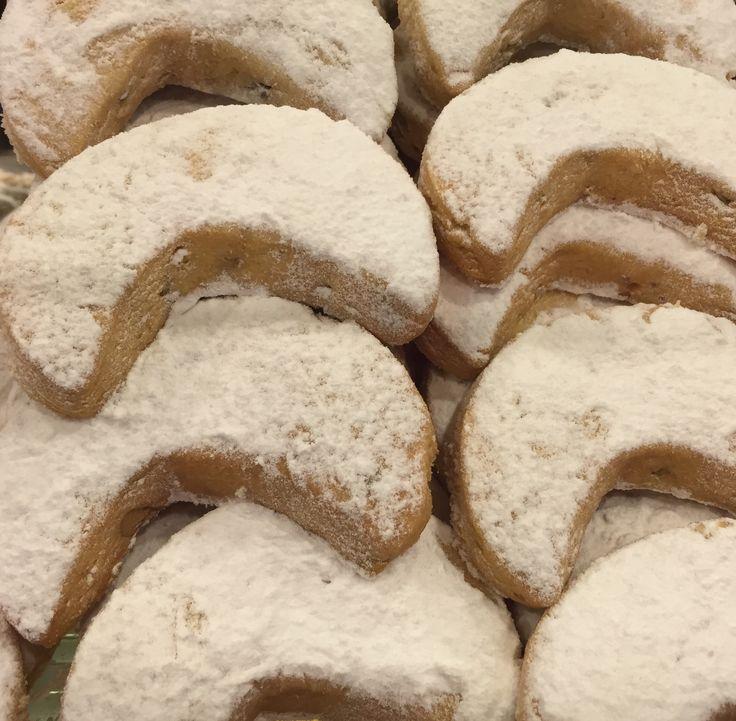 Nefis kavala kurabiyesi tarifi badem şöleni gibi bu kurabiyeyi hemen denemelisiniz...Orjinal haliyle paylaşılan kavala kurabiyesi tarifi için masalkek'i