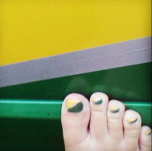 Yellow green toe nail design that match my car