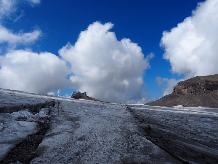 https://flic.kr/p/AnakB9 | Extreme Environments - taking the tourist trail across Glacier de Tsanfleuron, Les Diablerets, Switzerland