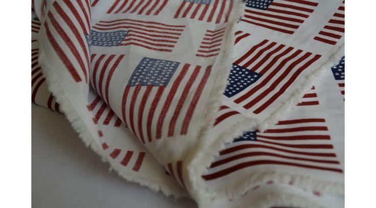 Fehér alapon amerikai zászló