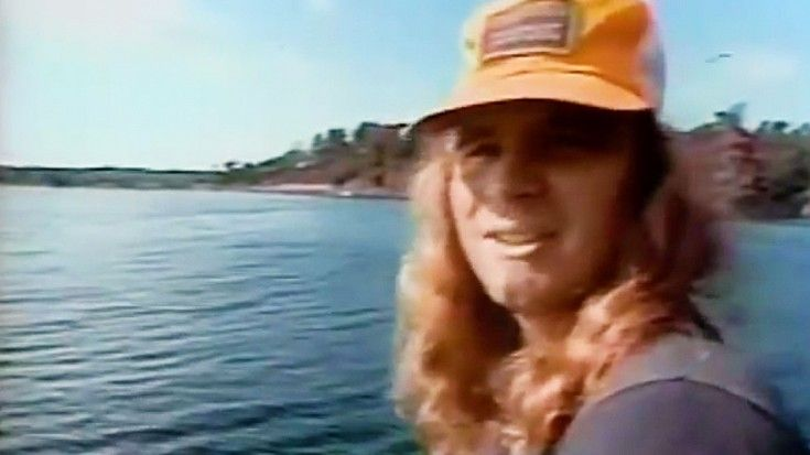 """Rare Footage Of Ronnie Van Zant Explaining Meaning Behind """"Free Bird"""" 