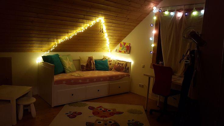 Mit Licht das Kinderzimmer in ein Jugendzimmer verwandelt.