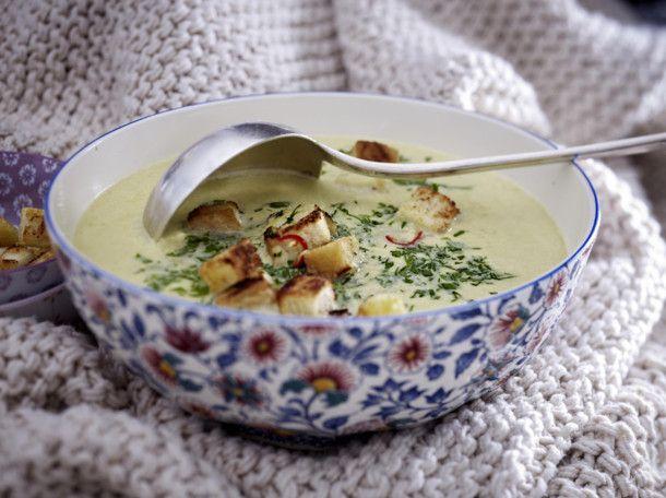 Unser beliebtes Rezept für Cremige Wirsing-Parmesan-Suppe und mehr als 55.000 weitere kostenlose Rezepte auf LECKER.de.