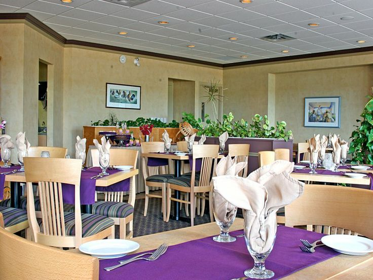 Bishop's Landing Restaurant is always a bright and sunny place to enjoy your complimentary continental breakfast.