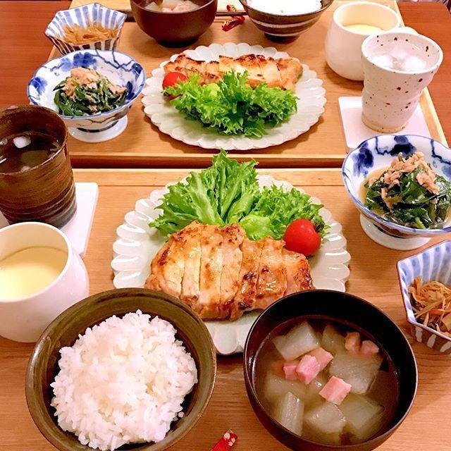 ✳︎ こんにちは🎵 昨日のお夕飯です🍚 : ✳︎冬瓜とベーコンの和風スープ ✳︎豚肉の西京焼き ✳︎おかわかめとツナの和え物 ✳︎卵豆腐 ✳︎きんぴらごぼう : : 西京漬けはお味噌を使い切りたくて… お肉も柔らかくなり、みんなよく食べました⭐️ そして、副菜は那須で産直の高原野菜を使って作りました🐒 色々買い込んだので←安くてびっくり‼️ しばらくはお野菜に困らなそうです😂 : : #おうちごはん#今日の晩御飯#晩御飯#お夕飯#夕食#デリスタグラム#デリスタグラマー#料理写真#料理#手料理#クッキングラム#クッキングラマー#夏さんまた来年ね#今週もいただきます#cooking#food#instafood#yummy#foodpic#dinner#delimia#豚肉#肉#西京焼き#高原野菜#那須