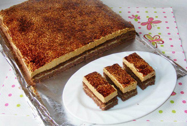 Retete Culinare - Prajitura cu crema de vanilie si spuma de ness