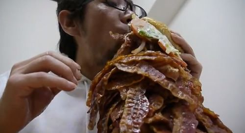 Here's What a Burger With 1050 Bacon Slices Looks Like
