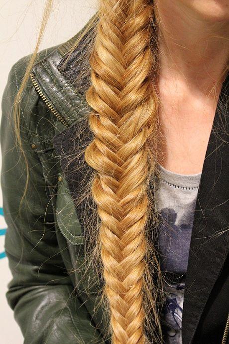 Oggi parliamo di #capelli spiegandovi come si fa la #treccia a lisca di pesce! :) #tutorial #fishtail #braid