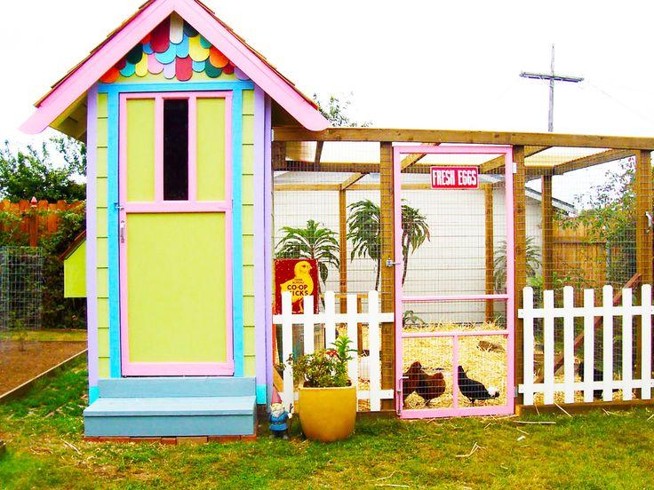 Chicken Coop- Pickett fence cute!