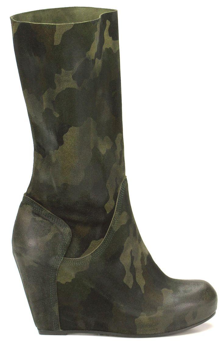 Stivale in pelle spazzolata effetto camouflage con suola in cuoio, tacco interno 100. Altezza gambale 270. COLOR: MIMETICO DEPARTMENT: Women DESIGNER: STRATEGIA - Le Follie Shop