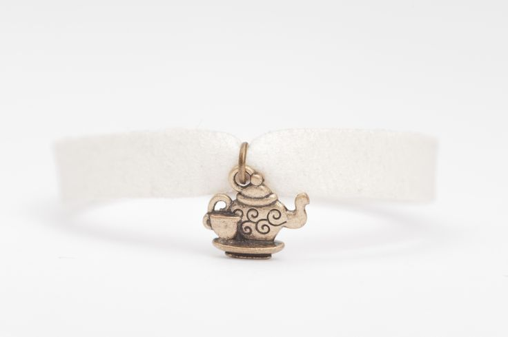 Bracelet hand made, Design made in Italy by Daniela Rota Nodarimaterials: Alcantara metal free nickel