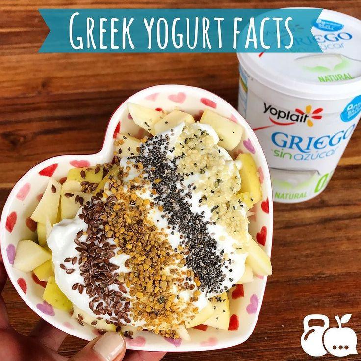 La verdad es que si soy fan del yogurt griego  puedes hacer mil recetas deliciosas con él  y este me gustó más que cualquier otro yoplait sin azúcar añadida y bajo en grasa. Está deli  Es alto en proteínas tiene 9g de proteína por porción (un huevo  tiene aproximadamente 7g para que se den una idea) es muy alto en vitamina B-12 (necesaria para la síntesis de ADN y la función cerebral ) es bajo en lactosa y tiene probioticos  que son bacterias que nos ayudan a tener una buena salud intestinal…