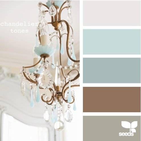 משפחה של צבעים שתשתלב ותחמם את הבית תוך התחשבות בצבעים הקיימים, בדגש על שילוב עם כיסאות המטבח הסגולים