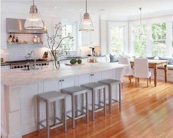 Zwart Witte Keukentegels : White Kitchen with Island and Windows